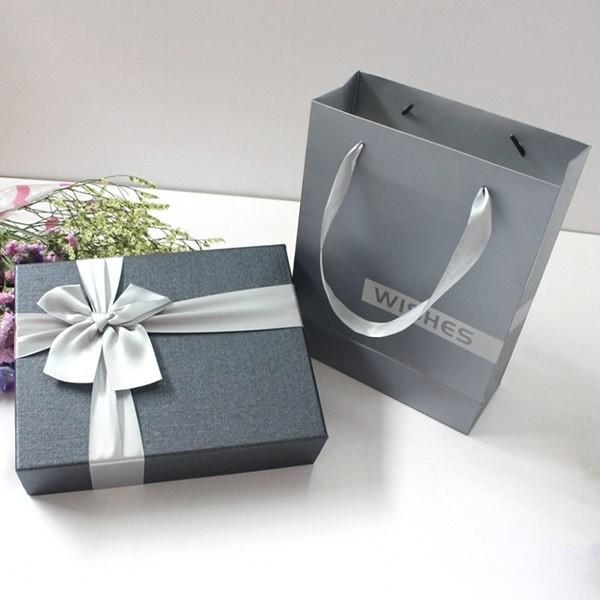 in hộp giấy cứng đựng quà tặng